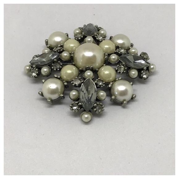 One Button Doll Head Brooch With Net Hair And Pearls